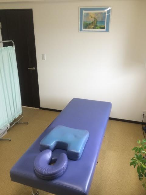 治療院ベッド3